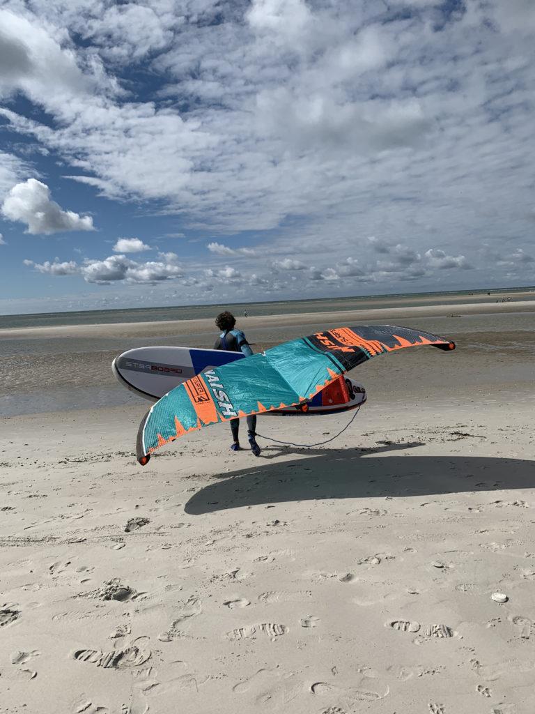 Wingsurfer am Strand