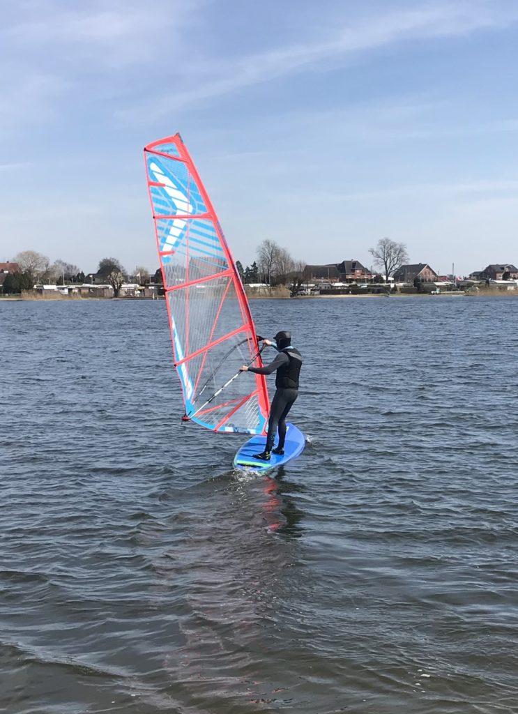 Windsup mit Windsurf-Segel