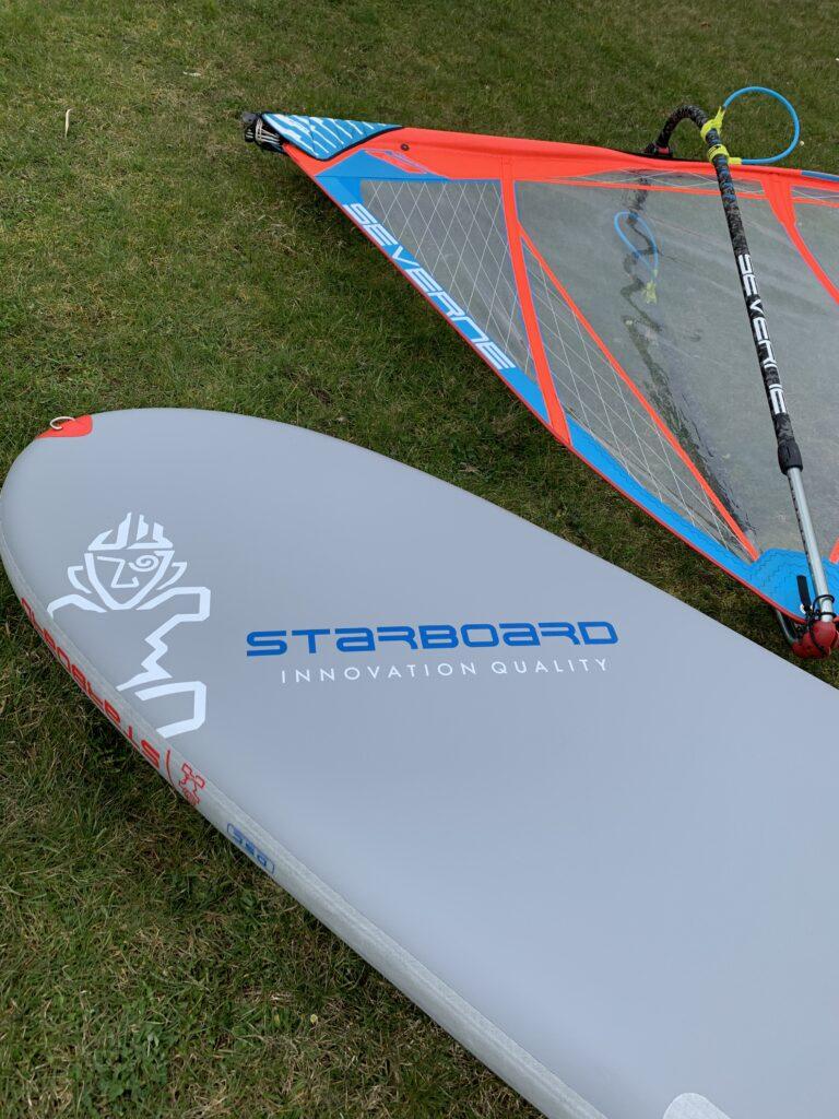 SUP Windsurfing mit Segel